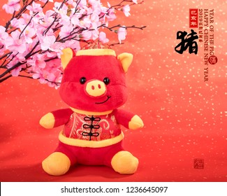 "Tradition Chinese cloth doll pig,2019 is year of the pig,Chinese black characters translation: ""pig"".Rightside chinese wording & seal mean:Chinese calendar for the year,Bottom seal mean good luck"