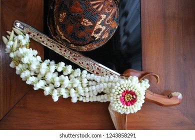 Traditional accessories for Javanese uniform is Blangkon as a hat and Keris a traditional weapon which decorated with jasmine flowers