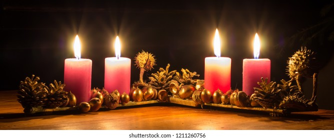 The traditional Adventa wreath can be replaced by self-made candle holders of various shapes and appearance. This candle bed is based on the use of horse chestnut and oak peal.