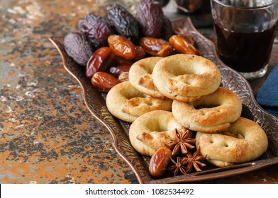 Traditional arabic date ring cookies - kaak bi ajwa, popular cookies for Eid holidays