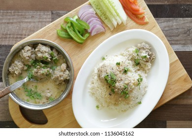 Gushtabais a traditional and authentic Kashmiri curry in which tender meatballs cooked in a yogurt gravy. This special curry is usually prepared in importantceremonies and functions.