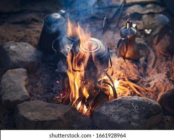 Traditioneller Bettwäsche-Tee in der Wüste des Wadi Rum, Jordanien