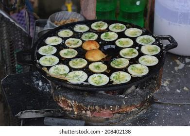 "Traditional Burmese street food ""Mont Lin Ma Yar"" (cake of wife and husband)"