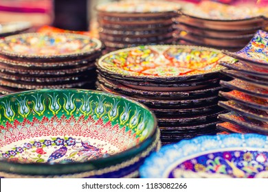 Traditional ceramic plate with painting, Soak Madinat Jumeirah, Dubai, UAE
