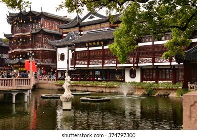 Traditional Chinese architecture at the Shanghai Yuyuan Park, Shanghai, China.