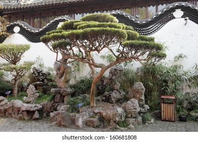 Traditional chinese architecture in Yuyuan Garden, Shanghai China