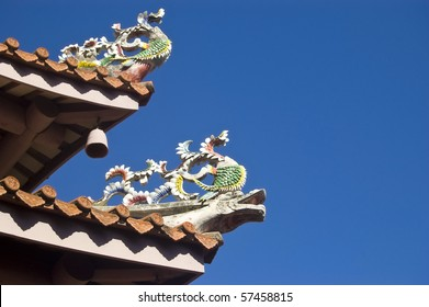 Traditional Chinese Dragons decorating the roof of a temple in Taiwan, Republic of China