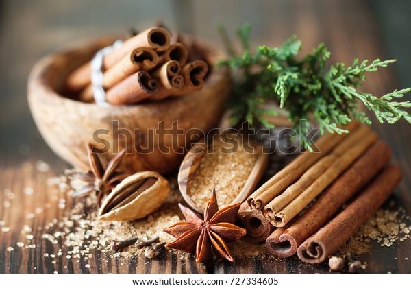 Traditionelle Weihnachtswürze, Lebensmittelhintergrund, Nahaufnahme