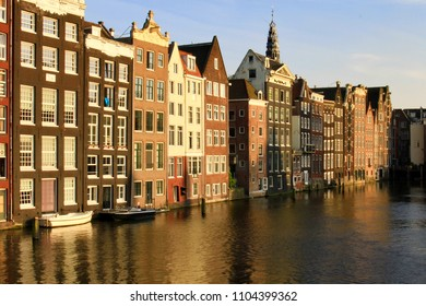 traditional dutch houses in amsterdam