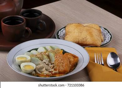 traditional food indonesia, Ketupat sayur