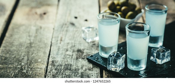UZO içecek: adın ve fotoğrafın kökeni