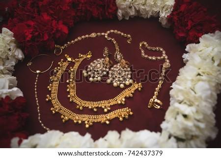Traditional Indian Wedding Jewelry Including Earrings Stockfoto