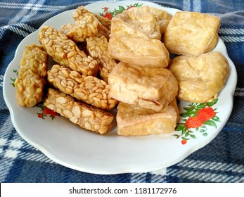traditional indonesian culinary food. Tahu Goreng and Tempe Goreng Indonesian Food that is simple and often made at home. Indonesian Street Food ( fried tempe and fried tofu )