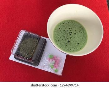 Traditional Japanese Green tea with Daifuku