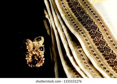 traditional kerala jimmiki kammal / earring and saree