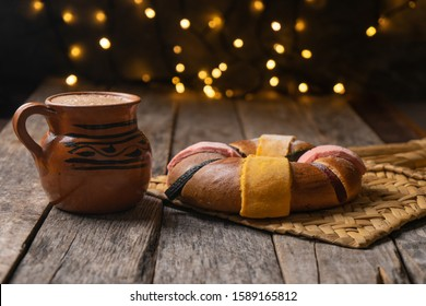 """Traditional King's day cake also called """"rosca"""" with hot chocolate on wooden background"""
