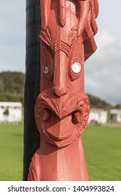 Traditional Maori carved post with a face. Between Paihia and Waitangi, Northland, New Zealand.