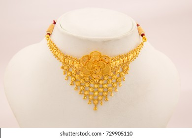Traditional mesh pattern flower design gold necklace