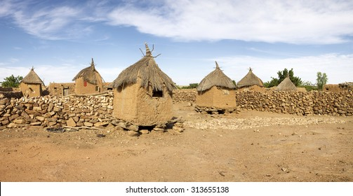 Traditional Mud Brick Dogon homes (Male granary and female granary). Designated as a UNESCO World Heritage Site for both its natural beauty and cultural significance. Mali 2010
