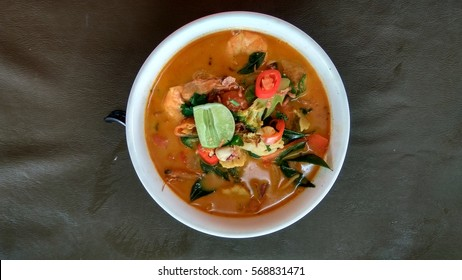 The Traditional Nyonya Curry Mee served in a bowl.