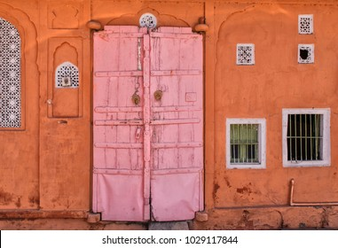 A traditional pink house in the center of Jaipur