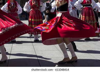 Traditional portuguese dancers