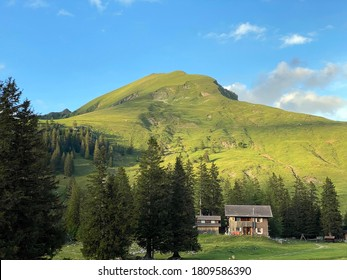 Traditional rural architecture and family livestock farms of the Uri Alps mountain massif, Melchtal - Canton of Obwald, Switzerland (Kanton Obwalden, Schweiz)