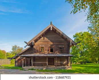Traditional Russian wooden rural house. Russia. Novgorod. Vitoslavitsa.