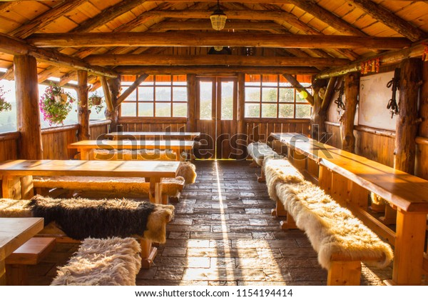 traditional-slovakian-wooden-interior-bu