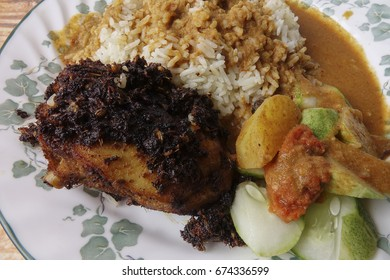 Traditional steam rice with curry and fried chicken.