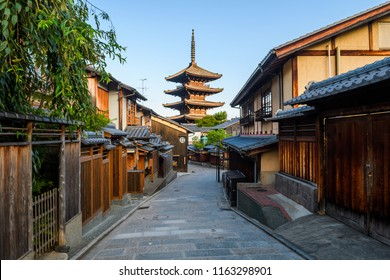 traditional street of higashiyama district in Kyoto old town, Japan