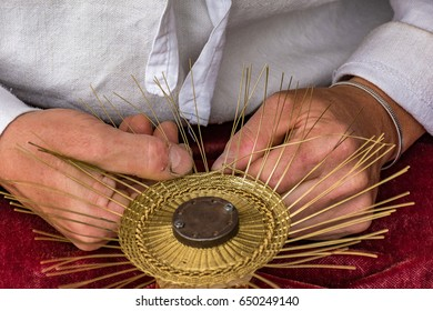 Traditional tinker (Drotar) making a bowl from wire - Folk art