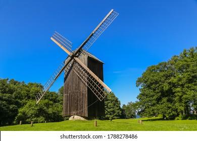 Moulin à vent traditionnel, Rocca al Mare, près de la ville de Tallinn en Estonie.