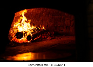 Traditional wood-burning oven lit with refractory bricks in igloo format