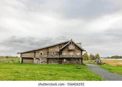 Traditional wooden house of prosperous peasant family from Zaonezhye, Kizhi, UNESCO world heritage site, Onega lake, Karelia, Russian north-west