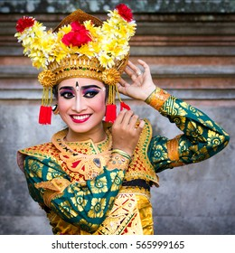 Traditionally dressed young female Balinese dancer.