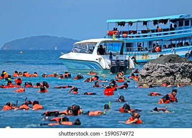 TRAD-THAILAND-APRIL 22 : The traveller on the local fishing boat for Snorkeling at Kho Chang Iceland in the summer, April 22, 2018 Trad Province, Thailand
