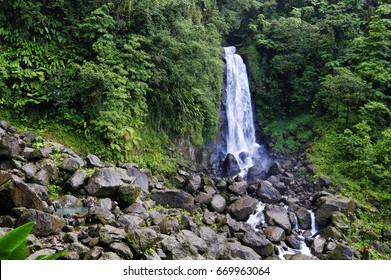 Trafalgar Falls, Morne Trois Pitons National Park (UNESCO Heritage Site), Dominica. Lesser Antilles
