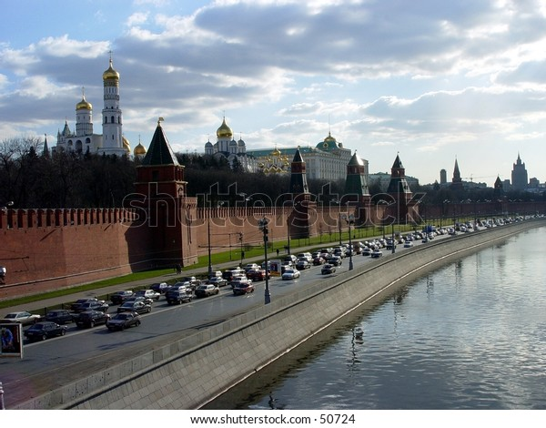 traffic by the Moscow river