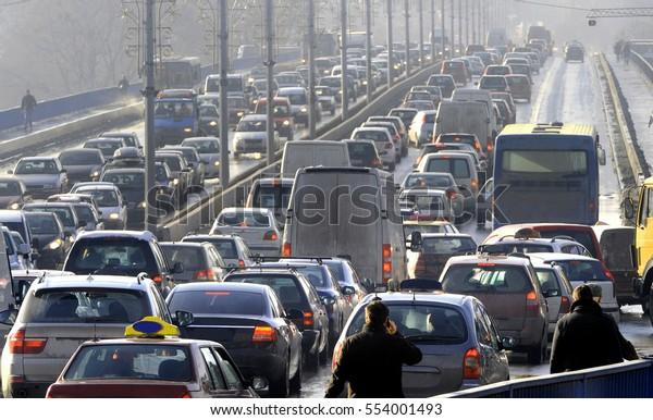Verkehrsstau in der Hauptverkehrszeit