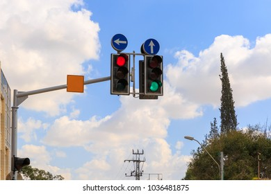 Traffic lights with straight arrow