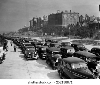 Traffic on the West Side Highway, New York City, circa 1943.