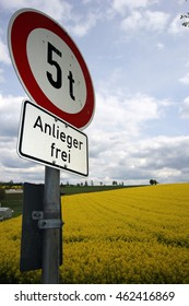 traffic sign: 5 t, Anlieger frei, translation: 5 tons, residents only