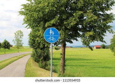 Traffic sign: Bike way and foot path in the countryside, countryroad, alley, Allgäu, Bavaria