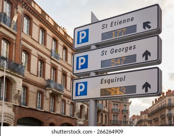 Traffic sign directing towards parking garages in Toulouse,