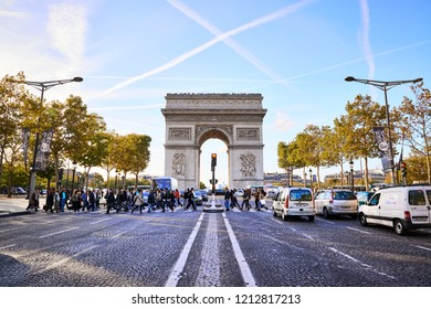 Trafic at Arc de Triomphe Paris France in October 4, 2012