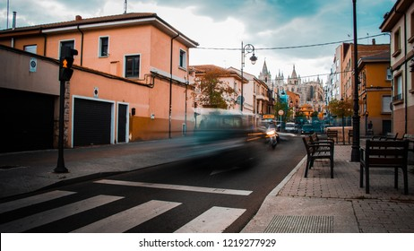 The trafic of a city at the afternoon in log expositure