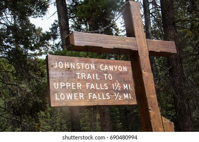 Trail head sign for Johnston Canyon in Banff National Park showing the distance to the upper and lower waterfalls