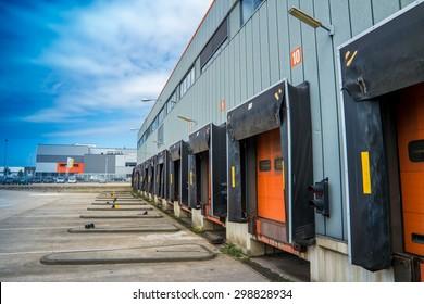 Trailer docking station
