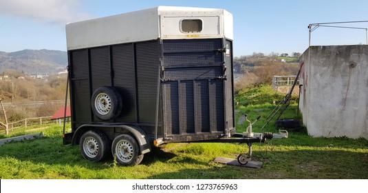 trailer to transport horses